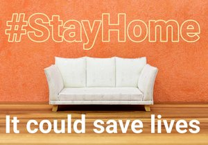 "#Stay Home Foto: Sofa mit Schriftzug ""It could save lives"""